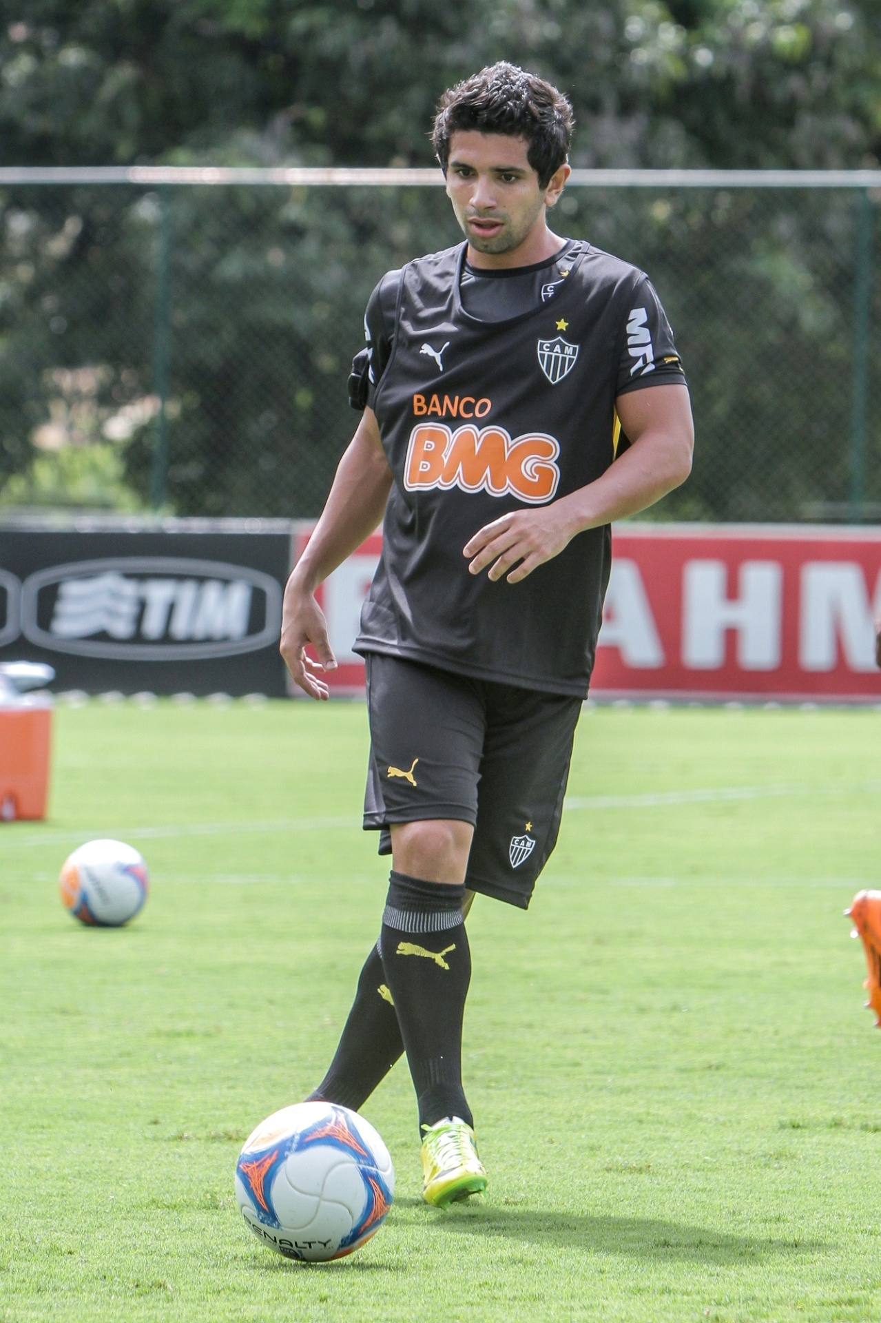 26 mar. 2014 - Atacante Guilherme participa de treino do Atlético-MG na Cidade do Galo