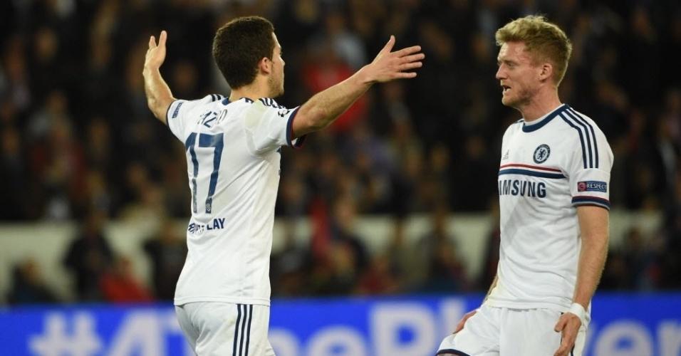 02.abr.2014 - Eden Hazard comemora com André Schürrle após marcar para o Chelsea na partida contra o PSG pela Liga dos Campeões
