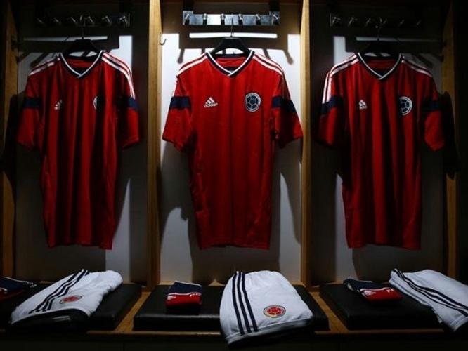 10.fev.2014 - Colômbia usará segunda camisa predominantemente vermelha na Copa do Mundo