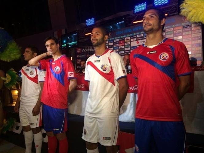 Costa Rica apresenta os dois uniformes da seleção para a Copa do Mundo