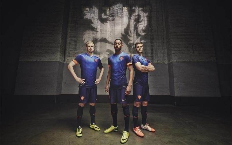 Segundo uniforme da Holanda será usou com detalhes em laranja