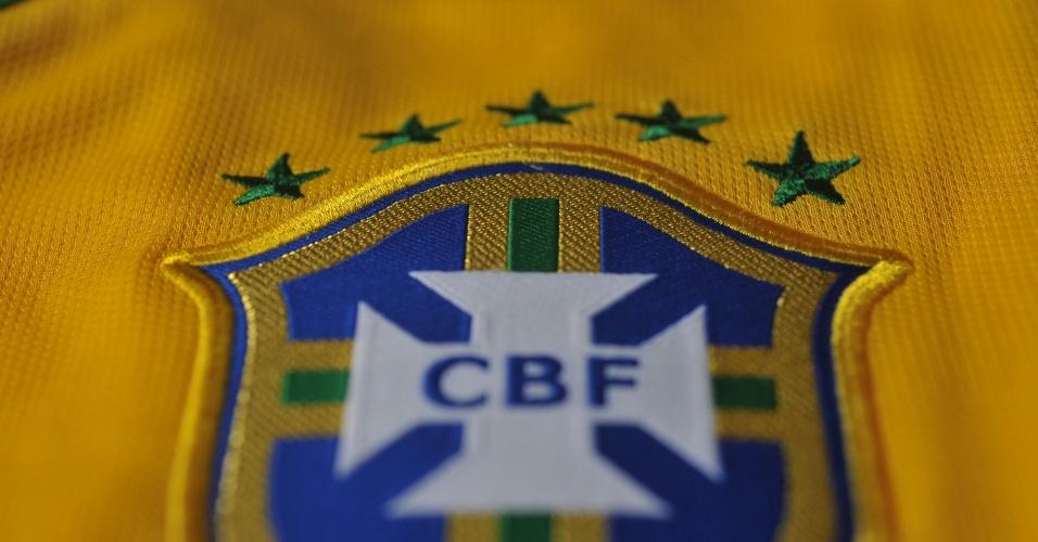 Brasil: camisa amarela. Escudo da CBF