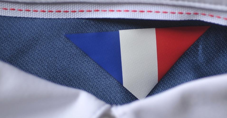 França - Camisa Azul - Detalhe gola