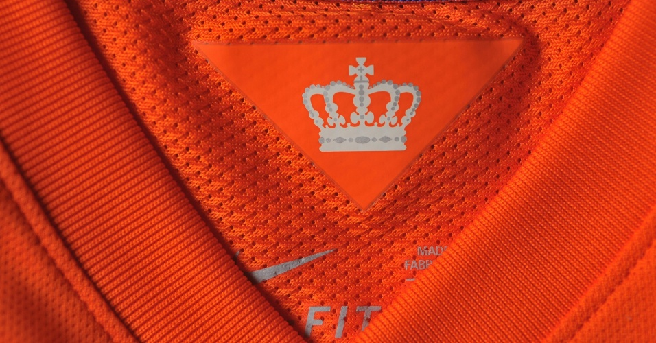 Holanda - Camisa laranja - detalhe da gola