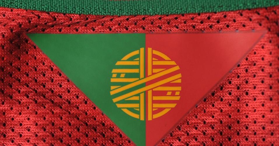 Portugal - camisa vermelha - detalhe da gola