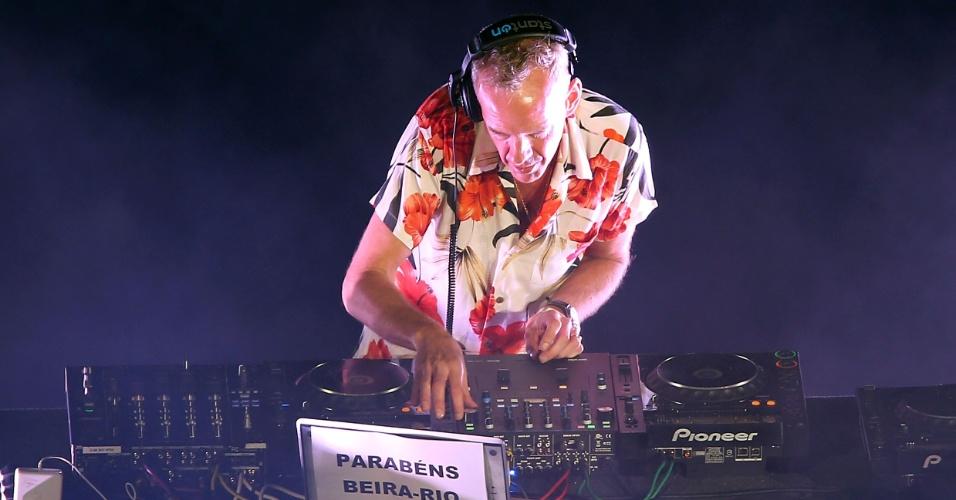 05 abr 2014 - DJ Fatboy Slim comanda a festa de reinauguração do Beira-Rio, um dos palcos da Copa do Mundo de 2014