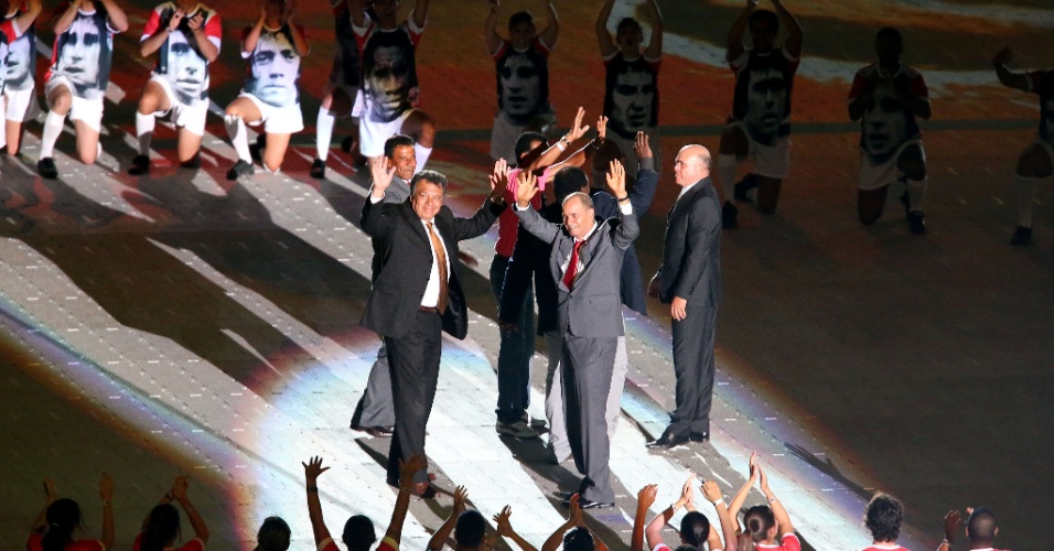 05 abr 2014 - Ídolos do Internacional são homenageados durante a festa de reinauguração do estádio Beira-Rio, reformado para a Copa do Mundo