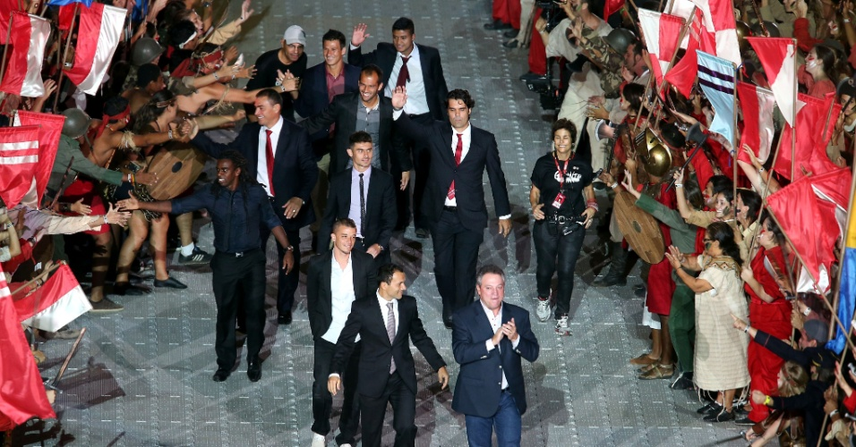 05 abr 2014 - Puxados por Abel Braga, jogadores da atualidade e ex-atletas do Internacional marcam presença na festa do Beira-Rio