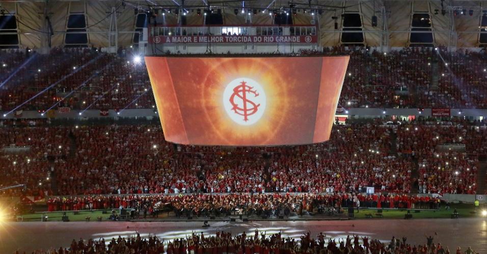 05 abr 2014 - Torcedores acompanham a festa de reinauguração do estádio Beira-Rio, reformado para a Copa do Mundo