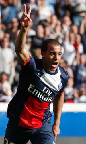 05.04.2014 - Lucas comemora gol do Paris Saint-Germain na rodada do Campeonato Francês