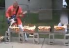 Tocar guitarra e golpear madeiras flamejantes junto é possível? Descubra