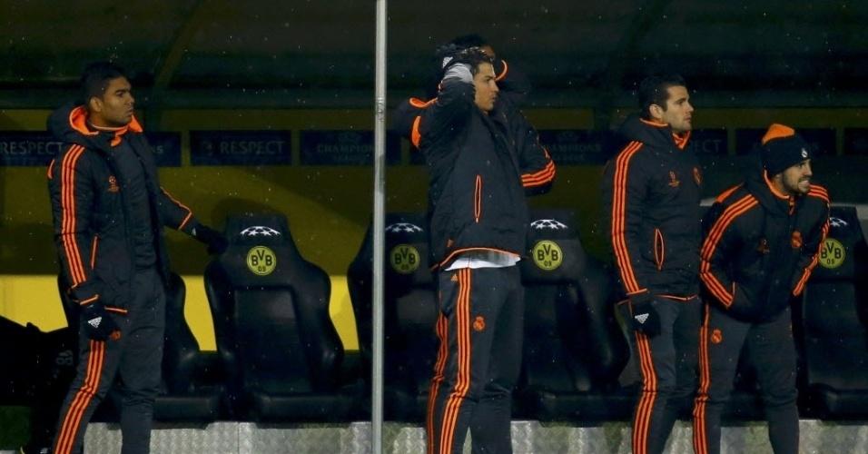 08.abr.2014 - Do banco de reservas, Cristiano Ronaldo lamenta após Di María perder pênalti para o Real Madrid na partida contra o Borussia Dortmund pelas quartas de final da Liga dos Campeões