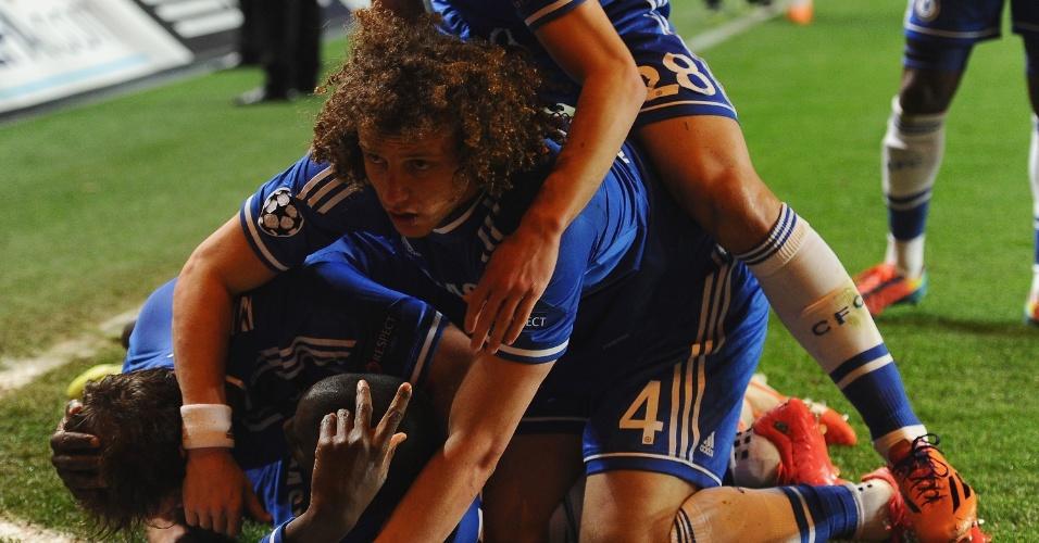08.abr.2014 - Jogadores do Chelsea comemoram o gol da classificação para as semifinais marcado por Demba