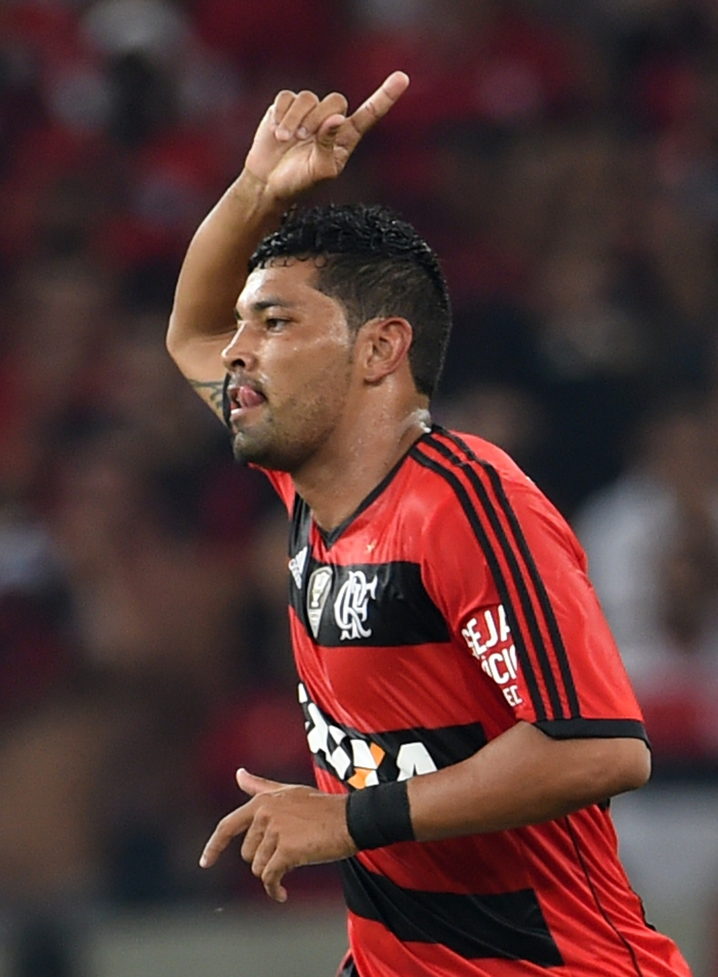 09.04.2014 - André Santos comemora gol do Flamengo contra o León em jogo da Libertadores no Maracanã