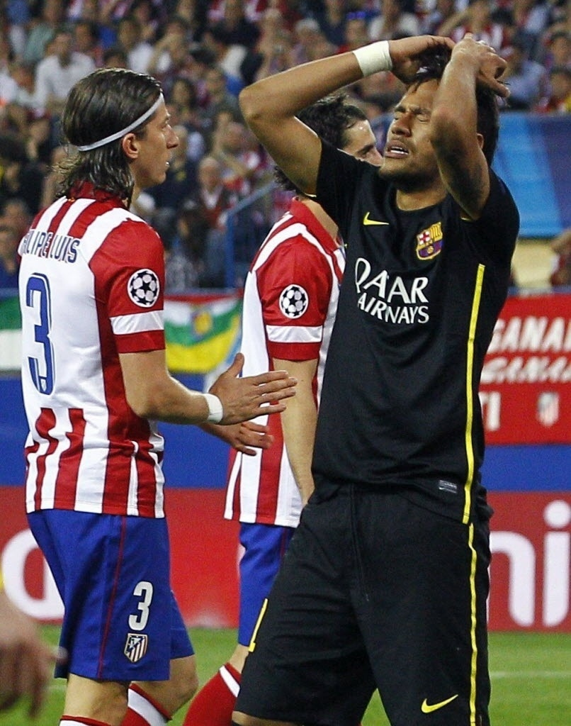 9.abr.2014 - Neymar lamenta oportunidade de gol desperdiçada na partida entre Atlético de Madri e Barcelona