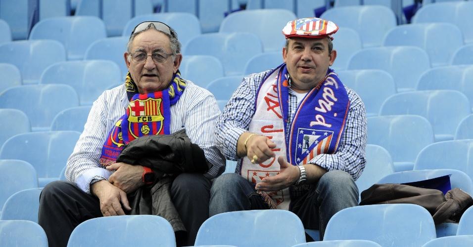 9.abr.2014 - Torcedores do Atlético de Madri aguardam a partida contra o Barcelona, pela Liga dos Campeões