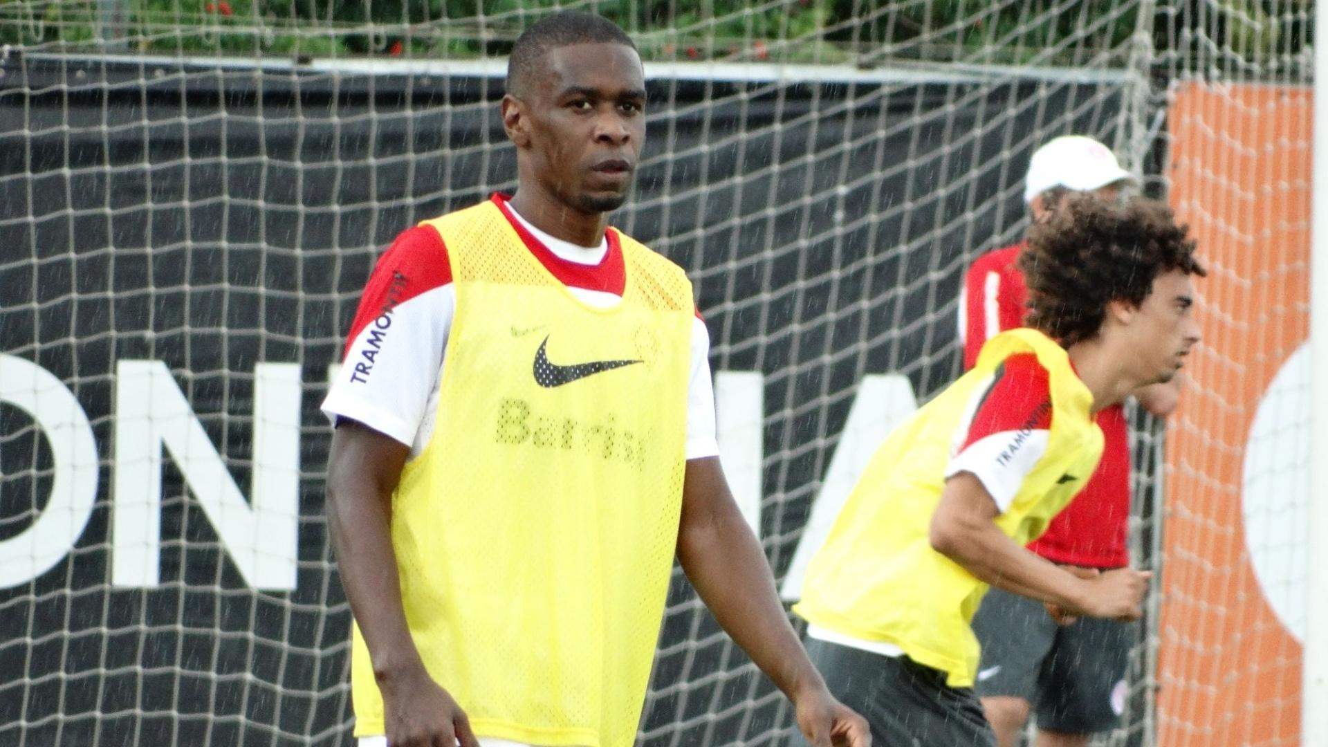 11 abr 2014 - Zagueiro Juan treina normalmente e pode voltar ao time do Inter no Gre-Nal