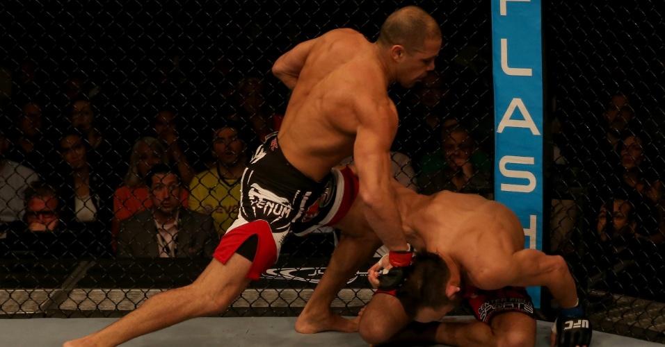 11.abr.2014 - Thales Leite nocauteou o norte-americano Trevor Smith com apenas 45 segundos de luta no UFC Abu Dhabi