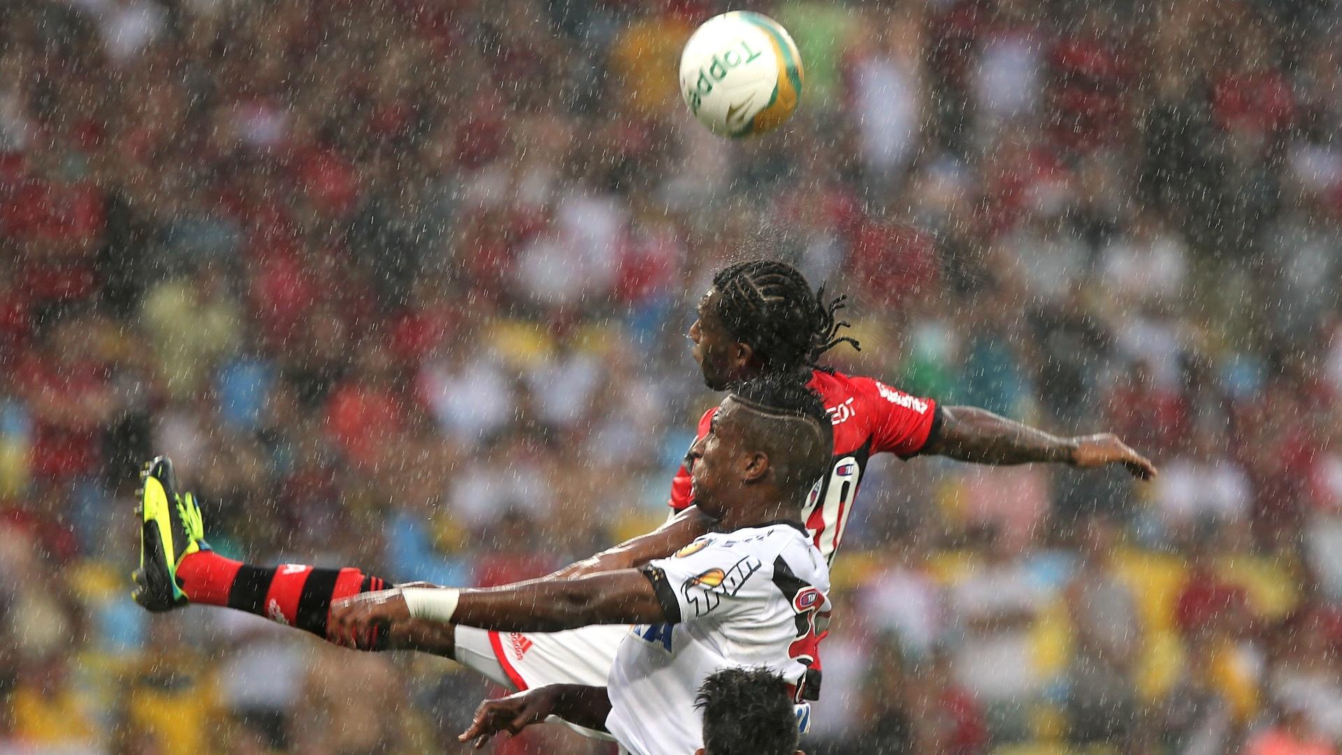 Chuva cai forte no Maracanã para a decisão do Campeonato Carioca