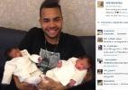 Dentinho apresenta as filhas, Sophia e Rafaella, com foto em rede social