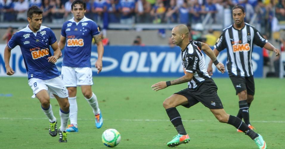 Diego Tardelli e Ronaldinho Gaúcho durante empate do Atlético-MG com o Cruzeiro na final do Campeonato Mineiro