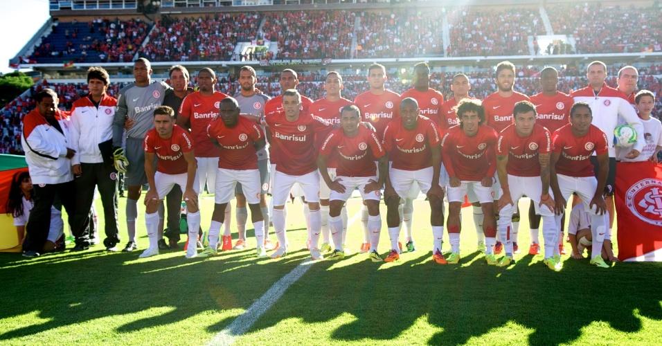 Equipe do Inter posa para foto antes da final do Gaúcho contra o Grêmio