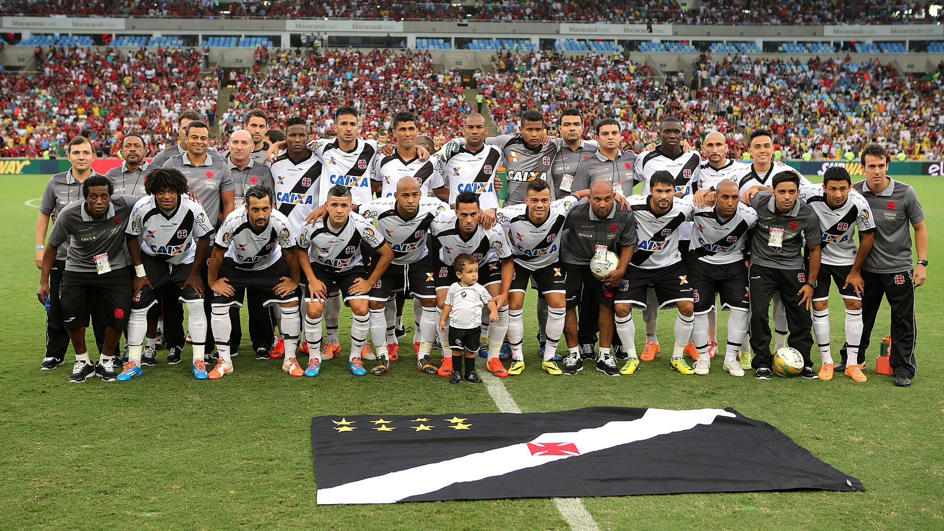 Equipe do Vasco posa para foto antes da final do Carioca contra o Flamengo