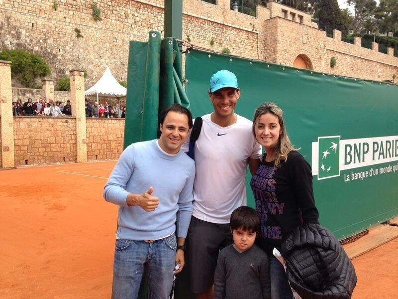 Felipe Massa e familiares tietam tenista espanhol Rafael Nadal