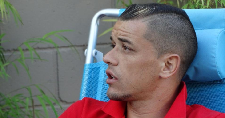 14.abr.2014 - D'Alessandro concede entrevista ao UOL em sua casa, em Porto Alegre