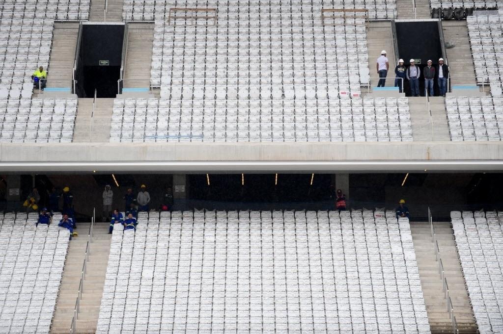 15.abr.2014 - Detalhe das arquibancadas do Itaquerão. Ainda em obras, estádio foi entregue ao Corinthians pela Odebrecht nesta terça-feira (15/04)