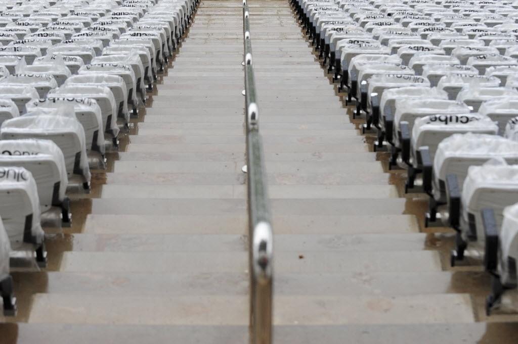 15.abr.2014 - Detalhe das arquibancadas do Itaquerão. Estádio foi entregue oficialmente ao Corinthians nesta terça-feira (15/04) ainda em obras