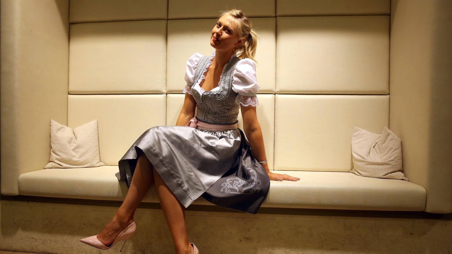 20.04.2014 - Sharapova se veste de alemã para comemorar aniversário de 27 anos