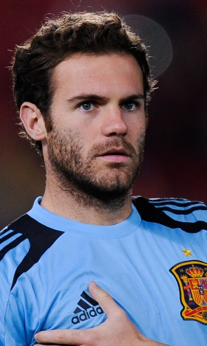 11.out.2013 - Juan Mata, da Espanha, se aquece para a partida contra Belarus pelas eliminatórias da Copa do Mundo-2014