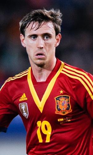 11.out.2013 - Nacho Monreal, da Espanha, conduz a bola durante a partida contra Belarus pelas eliminatórias da Copa do Mundo-2014