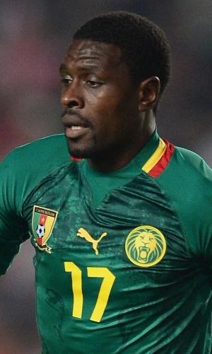 13.out.2013 - Mohammadou Idrissou, de Camarões, conduz a bola durante a partida contra a Tunísia pelas eliminatórias da Copa do Mundo-2014