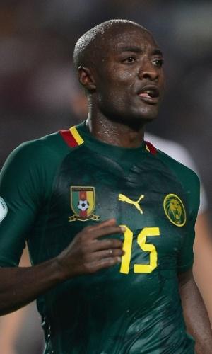 13.out.2013 - Pierre Webó, de Camarões, observa seus companheiros durante a partida contra a Tunísia pelas eliminatórias da Copa do Mundo-2014