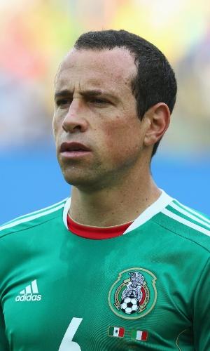 16.jun.2013 - Gerardo Torrado, do México, fica perfilado para a execução do hino nacional antes do jogo contra a Itália pela Copa das Confederações