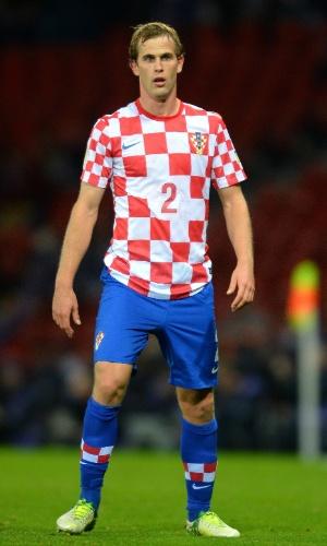 16.out.2013 - Ivan Strinic, da Croácia, observa seus companheiros durante a partida contra a Escócia pelas eliminatórias da Copa-14