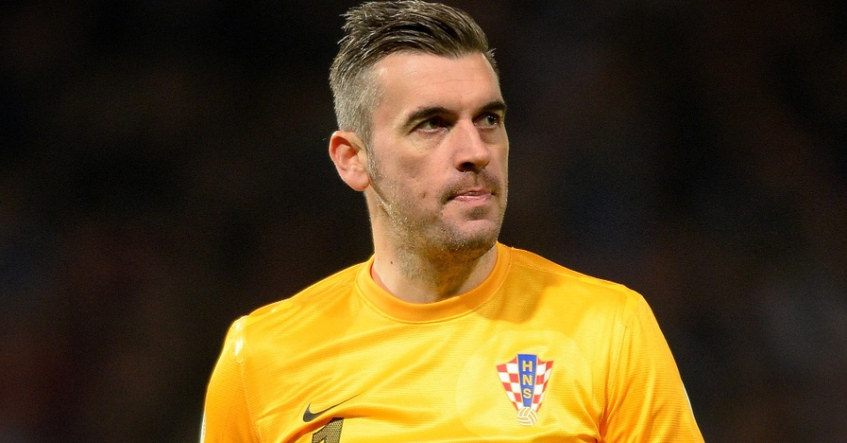 16.out.2013 - Stipe Pletikosa, goleiro da Croácia, observa seus companheiros de equipe durante a partida contra a Escócia pelas eliminatórias da Copa do Mund-2014