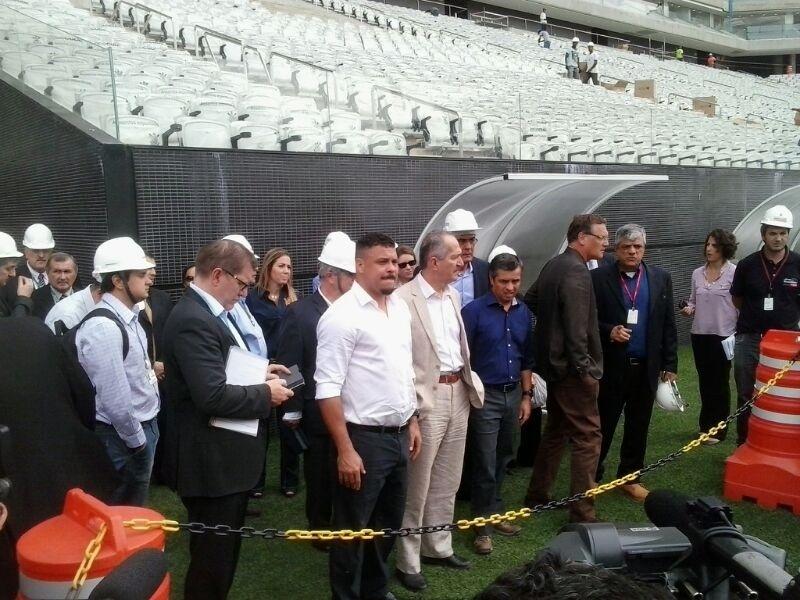 22.04.2014 - Jerome Valcke e Ronaldo em visita no Itaquerão