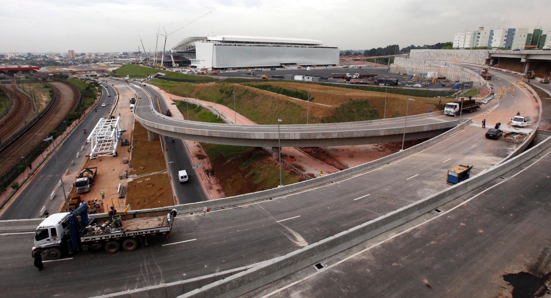 22.04.2014 - Vista do entorno do estádio do Itaquerão, que recebeu a visita de Jerome Valcke