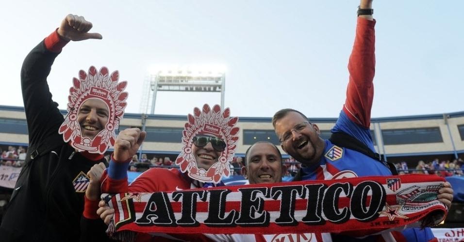 22.abr.2014 - Torcedores do Atlético de Madri vão à caráter ao jogo contra o Chelsea pelas semifinais da Liga dos Campeões