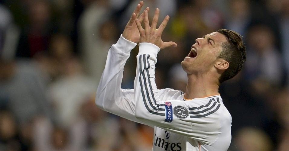 Cristiano Ronaldo lamenta chance perdida na partida contra o Bayern de Munique - (23.abr.2014)
