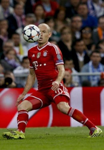 Meia do Bayern, Robben domina a bola no jogo contra o Real pelas semis da Liga - (23.abr.2014)