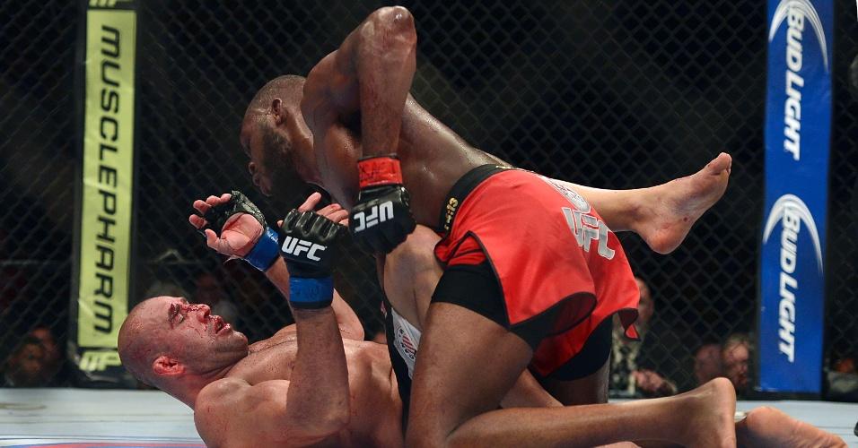 26.abr.2014 - Jon Jones não encontrou muitas dificuldades para vencer Glover Teixeira no UFC 172