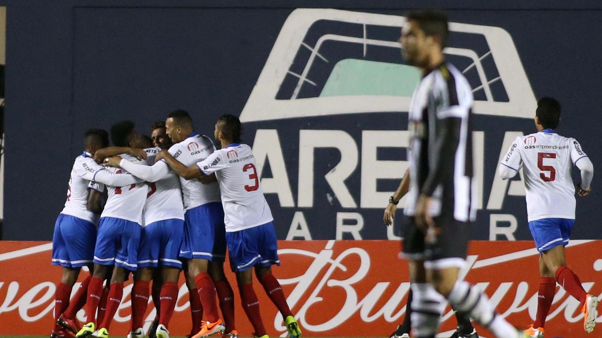 O jogador Lincoln, do Bahia, comemora gol durante a partida entre Figueirense e Bahia pelo Brasilerão
