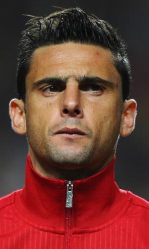 15.nov.2013 - Hélder POstiga, de Portugal, se perfila antes da partida contra a Suécia pela repescagem da Copa do Mundo-2014