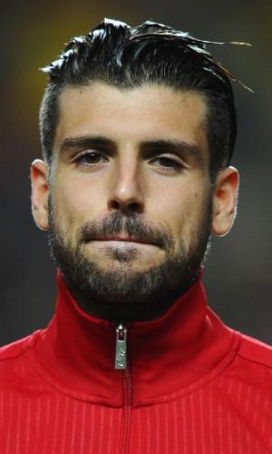 15.nov.2013 - Miguel Veloso, de Portugal, fica perfilado antes da partida contra a Suécia pela repescagem da Copa do Mundo-2014