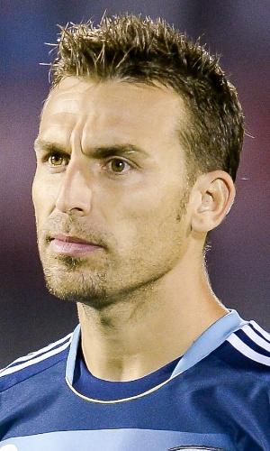 15.out.2013 - Hugo Campagnaro, da Argentina, se perfila antes da partida contra o Uruguai pelas eliminatórias da Copa do Mundo-2014