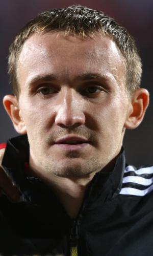11.out.2013 - Alexey Kozlov, da Rússia, se perfila antes da partida contra Luxemburgo pelas eliminatórias da Copa do Mundo-2014